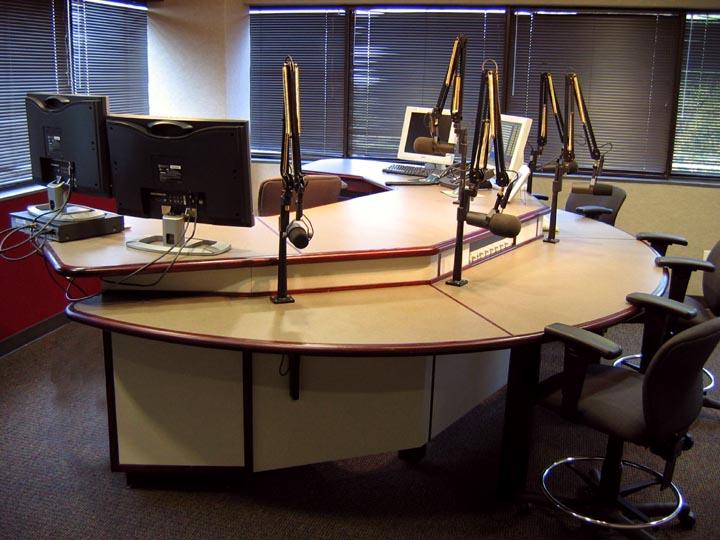 Ag 230 On Air Guest Studio Mt 5 Master Talk Lr 4 Production Desk
